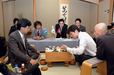 Hane Naoki keeps Honinbo title 2009